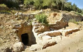 Entrance to the cave near Kibbutz Tzuba (Reuters, 2004)